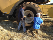 Changing the front tyre on the New Holland 9060 - 2015